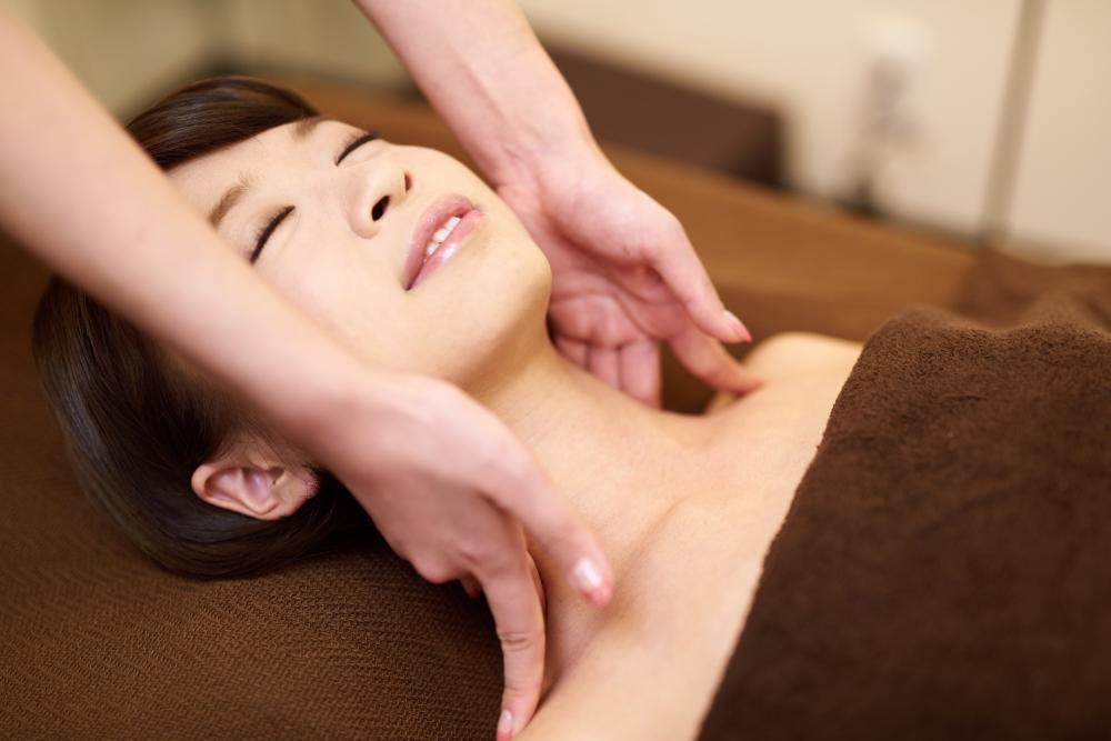 兵庫県西宮市の女性専用サロンポールスターでは、更年期やプレ更年期の女性の体と心を整えるホリスティックな施術を行っています。
